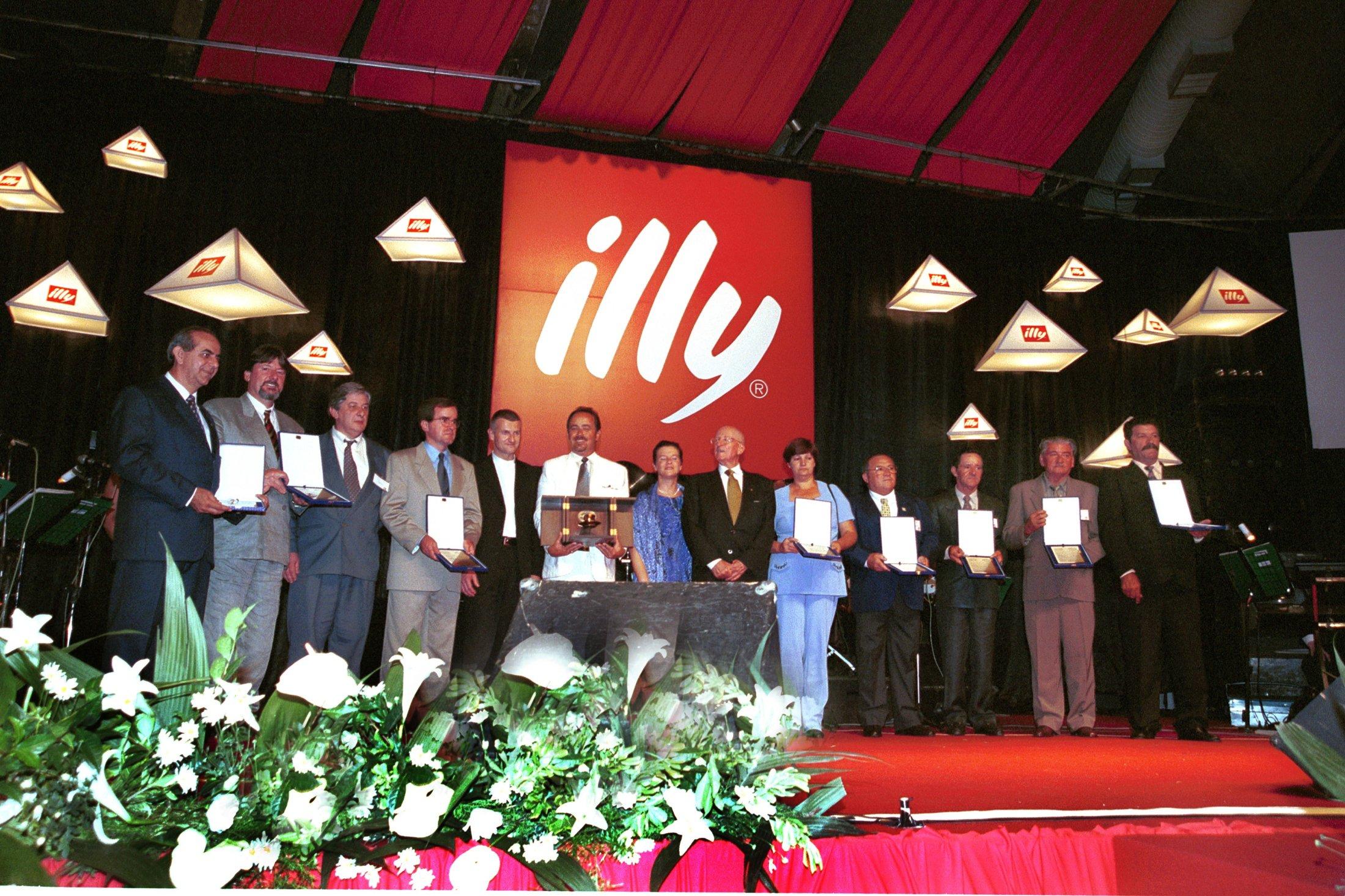 10º Prêmio com os premiados de anos anteriores